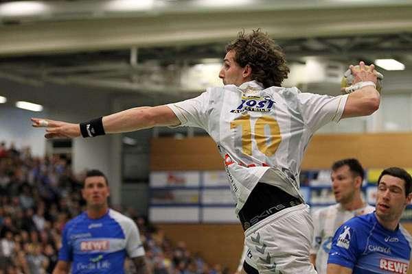 Ben Göller Sportler - Handball Wurf stark